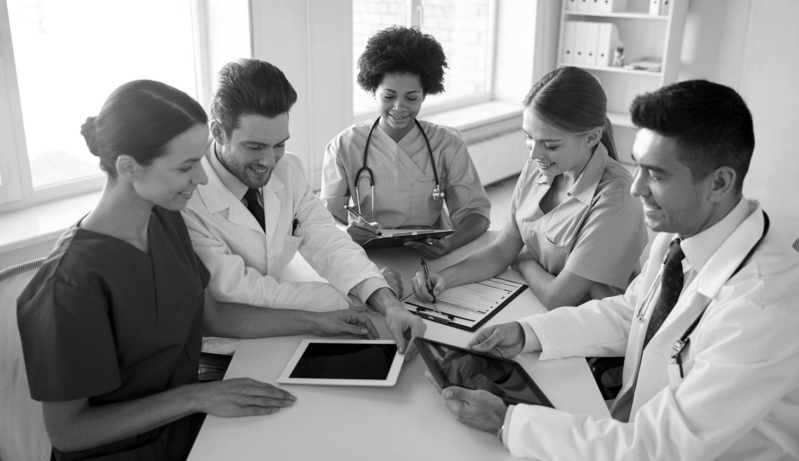 doctors-working-on-ipads1